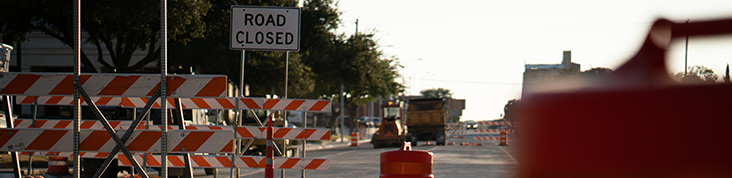 road closed int banner
